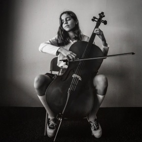 CellistNoraElHassani low res (1)